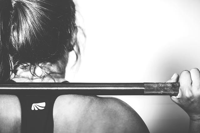 crossfit-woman-squat