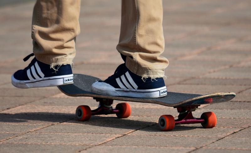 Skateboard-type