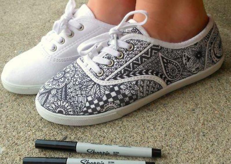 白色-帆布鞋-塗料