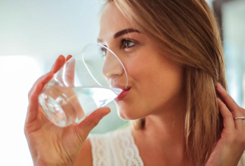 喝水-提神-提振精神-方法-分享-如何