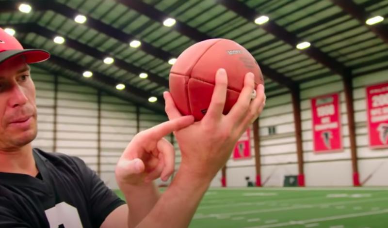 如何-投擲-握-抓-美式足球-教學